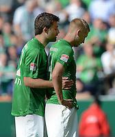 FUSSBALL   1. BUNDESLIGA   SAISON 2012/2013   2. Spieltag SV Werder Bremen - Hamburger SV                     01.09.2012         Sokratis Papastathopoulos (li) motiviert Aaron Hunt (re, beide SV Werder Bremen) vor seinem zweiten Elfmeter