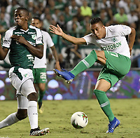PALMIRA - COLOMBIA, 26-05-2019: Andres Colorado del Cali disputa el balón con Cristian Blanco de Nacional durante partido entre Deportivo Cali y Atlético Nacional por la fecha 4, cuadrangulares semifinales, de la Liga Águila I 2019 jugado en el estadio Deportivo Cali de la ciudad de Palmira. / Andres Colorado of Cali vies for the ball with Cristian Blanco of Nacional during match between Deportivo Cali and Atletico Nacional for the date 4, semifinal quadrangulars, as part Aguila League I 2019 played at Deportivo Cali stadium in Palmira city.  Photo: VizzorImage / Gabriel Aponte / Staff