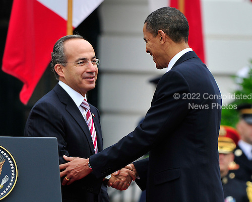 United States President Barack Obama shakes hands with President Felipe Calderón of Mexico as he welcomes him to the White House for a State Visit on Wednesday, May 19, 2010..Credit: Ron Sachs / CNP