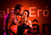 LISBOA, PORTUGAL, 03 DE JUNHO 2012 - SALAO EROTICO DO ATLANTICO - Casal durante o Salao Erotico do Atlantico na Fundicao Oeiras em Lisboa, capital de Portugal neste domingo,3  (FOTO: WILLIAM VOLCOV / BRAZIL PHOTO PRESS).