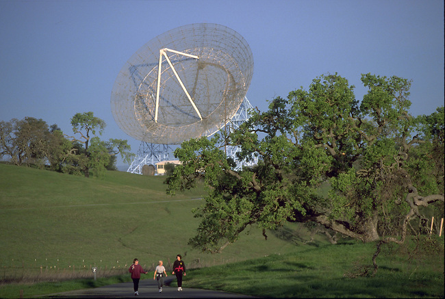 The Dish, a massive radiotelescope in Stanford.