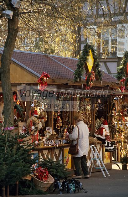 Europe/France/Alsace/68/Haut-Rhin/Colmar: Noël à Colmar - Marché de Noël sur la place des Dominicains