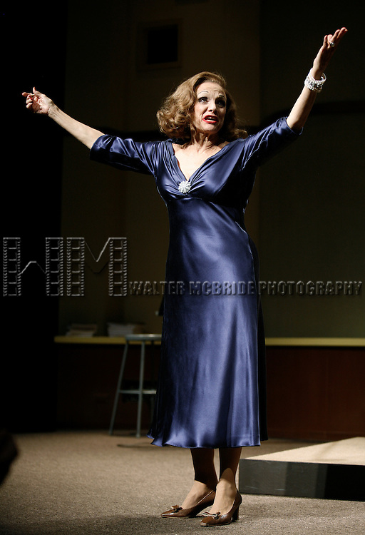 """***Exclusive Coverage***.Curtain Call for """"LOOPED"""" starring Valerie Harper as Tallulah Bankhead at the Arena Stage - Ford Theatre  in Washington, D.C. June 12, 2009.© Walter McBride / Retna Ltd."""