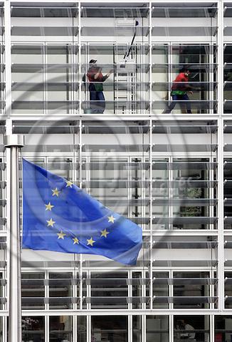 BRUSSELS - BELGIUM - 06 JUNE 2005-- Window washers washing the windows of the EU-Commission headquarters, the Berlaymont Building.-- PHOTO: JUHA ROININEN / EUP-IMAGES