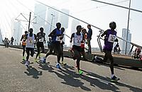 Nederland  Rotterdam  2017 04 09.  De Marathon van Rotterdam. De kopgroep op de Erasmusbrug.   Berlinda van Dam / Hollandse Hoogte