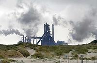 Nederland -  Velsen - 2019.    Tata Steel industrie. De duinen van Velsen-Noord.   Foto Berlinda van Dam / Hollandse Hoogte