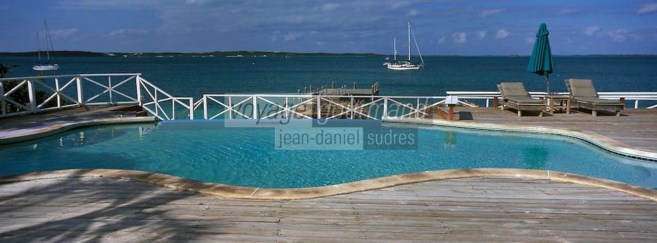 Iles Bahamas /Ile d'Eleuthera/Harbour Island: Piscine et ponton de l'Hotel Romora Bay - Vue sur l'océan Atlantique
