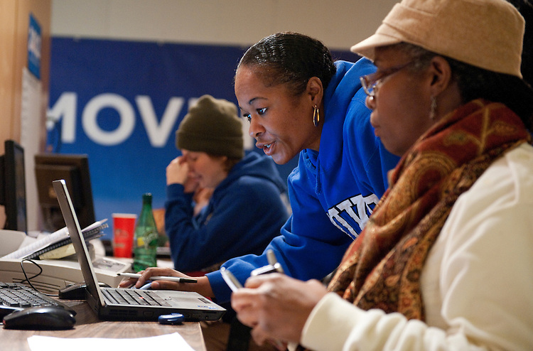 UNITED STATES - FEBRUARY 12:  Nicole Ikner, left, and Dorita Walker, right, work the phones at President Barack Obama's campaign office in Cleveland, Ohio. (Photo By Tom Williams/CQ Roll Call)