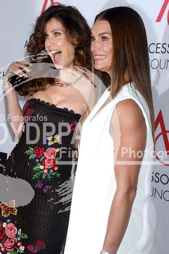 Carol Alt und Brooke Shields bei der Verleihung der 21. Ace Awards 2017 im Cipriani 42nd Street. New York, 07.08.2017