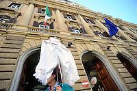 Roma, 6 Ottobre 2010.Manifestazione degli inquilini degli enti privatizzati davanti al ministero dell'Economia .Rome, October 6, 2010.Manifestation of the tenants of privatized entities outside the Ministry of Economy