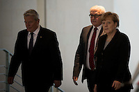 Bundespr&auml;sident Joachim Gauck, Aussenminister Frank-Walter Steinmeier (SPD)und Bundeskanzlerin Angela Merkel (kommen am Mittwoch (11.11.15) in Berlin im Bundeskanzleramt zu einem Kondulenzbuch f&uuml;r den verstorbenen Bundeskanzler Helmut Schmidt (SPD).<br /> Foto: Axel Schmidt/CommonLens