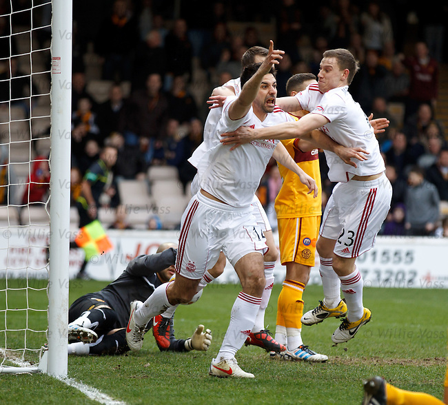 Rory Fallon celebrates after putting Aberdeen in the lead