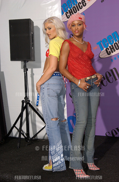 Singers EVE (right) & GWEN STEFANI at the 2001 Teen Choice Awards at the Universal Amphitheatre, Hollywood. They won the award for Choice R&B/Hip Hop Track..12AUG2001.  © Paul Smith/Featureflash
