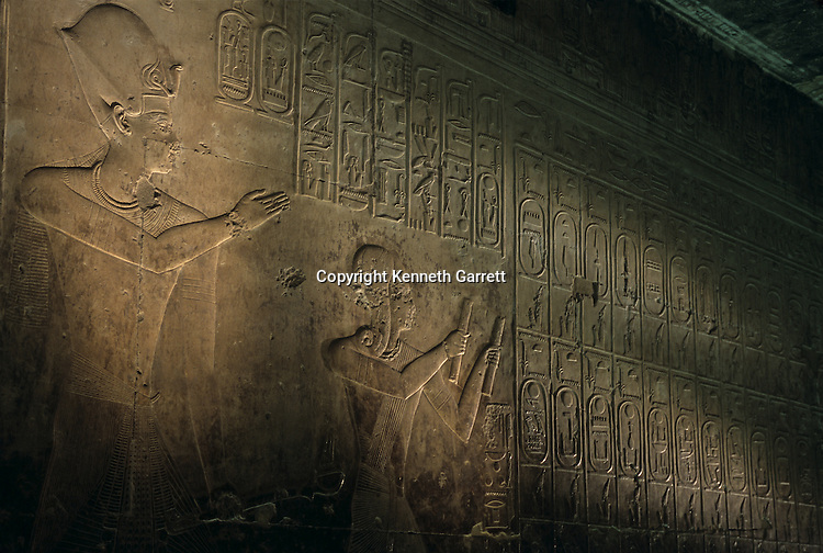 Oldest known King's List, Seti I temple at Abydos, Seti I appears standing behind Ramses II (child).
