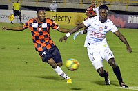 TUNJA -COLOMBIA, 22-09-2013. Luis Mena (I) de Boyacá Chicó disputa el balón con H Mosquera Ramos (D) de Once Caldas durante partido válido por la fecha 10 Liga Postobón II 2013 realizado en el estadio La Independencia en Tunja./ Boyaca Chico player Luis Mena (L) fights for the ball with Once Caldas player H Mosquera Ramos (R) during match valid for the 10th date of Postobon  League 2013-1 at La Independencia stadium in Tunja. Photo: VizzorImage/Jose Miguel Palencia/STR