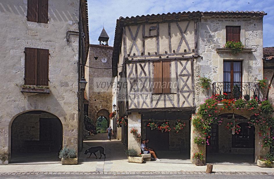 Europe/France/Midi-Pyrénées/32/Gers/Fources: Couple sous arcades et maison à colombages