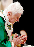 Papa Benedetto XVI celebra una messa per la chiusura del Sinodo dei Vescovi, nella Basilica di San Pietro, Citta' del Vaticano, 28 ottobre 2012..Pope Benedict XVI celebrates a mass for the closure of the Synod of Bishops, in St. Peter's Basilica, Vatican City, 28 October 2012..UPDATE IMAGES PRESS/Riccardo De Luca