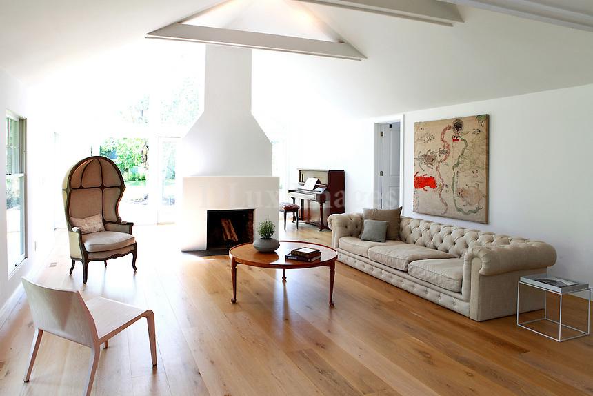 contemporary luxury living room