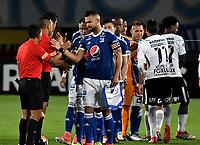 BOGOTA - COLOMBIA – 28 - 02 - 2018: Los jugadores de Millonarios (COL) y Corinthians (BRA) durante partido entre Millonarios (COL) y Corinthians (BRA), de la fase de grupos, grupo 7, fecha 1 de la Copa Conmebol Libertadores 2018, en el estadio Nemesio Camacho El Campin, de la ciudad de Bogota. / The Players of Millonarios (COL) and Corithians (BRA) during a match between Millonarios (COL) and Corinthians (BRA), of the group stage, group 7, 1st date for the Conmebol Copa Libertadores 2018 in the Nemesio Camacho El Campin stadium in Bogota city. VizzorImage / Luis Ramirez / Staff.
