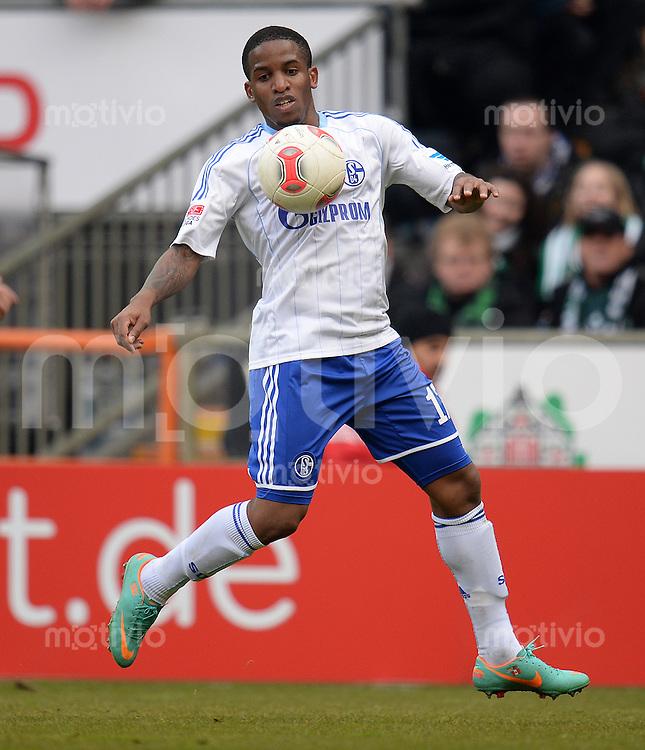 FUSSBALL   1. BUNDESLIGA   SAISON 2012/2013    28. SPIELTAG SV Werder Bremen - FC Schalke 04                          06.04.2013 Jefferson Farfan (FC Schalke 04) Einzelaktion am Ball