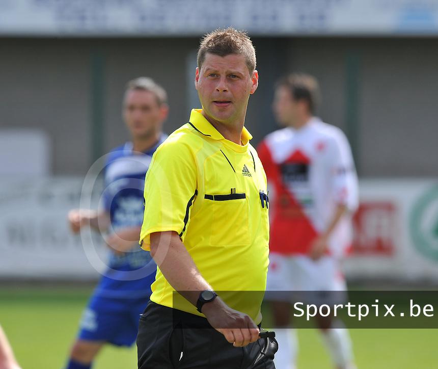 scheidsrechter Dieter Bossuyt.foto VDB / BART VANDENBROUCKE