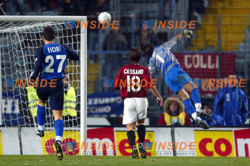 Empoli 20 Dicembre 2003 <br /> Empoli Roma 0-2<br /> Il &quot;cucchiaio&quot; di Francesco Totti supera Luca Bucci<br /> Foto Andrea Staccioli Insidefoto