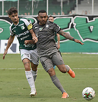 PALMIRA - COLOMBIA, 03-08-2019: Matias Cabrera del Cali disputa el balón con Armando Vargas de Equidad durante partido entre Deportivo Cali y La Equidad por la fecha 4 de la Liga Águila II 2019 jugado en el estadio Deportivo Cali de la ciudad de Palmira. / Matias Cabrera of Cali vies for the ball with Armando Vargas of Equidad during match between Deportivo Cali and La Equidad for the date 4 as part Aguila League II 2019 played at Deportivo Cali stadium in Palmira city. Photo: VizzorImage / Gabriel Aponte / Staff