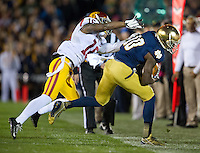 Wide receiver DaVaris Daniels (10) makes the catch as USC Trojans cornerback Anthony Brown (16) defends in the first quarter.