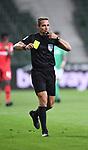 Schiedsrichter Tobias Stieler (Hamburg).<br /><br />Sport: Fussball: 1. Bundesliga: Saison 19/20: 26. Spieltag: SV Werder Bremen - Bayer 04 Leverkusen, 18.05.2020<br /><br />Foto: Marvin Ibo GŸngšr/GES /Pool / via gumzmedia / nordphoto