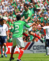 SOCCER/FUTBOL..ELIMINATORIAS CONCACAF 2010..MEXICO VS ESTADOS UNIDOS..TIEMPO DE CELEBRAR EL GOL..Action photo of Israel Castro of Mexico, during World  Cup 2010 qualifier game against USA at the Azteca Stadium./Foto de accion de Israel Castro de Mexico, durante juego eliminatorio de Copa del Mundo 2010 en el Estadio Azteca. 12 August 2009. MEXSPORT/DAVID LEAH