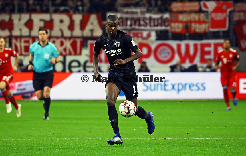 Evan N'Dicka (Eintracht Frankfurt) - 22.12.2018: Eintracht Frankfurt vs. FC Bayern München, Commerzbank Arena, DISCLAIMER: DFL regulations prohibit any use of photographs as image sequences and/or quasi-video.