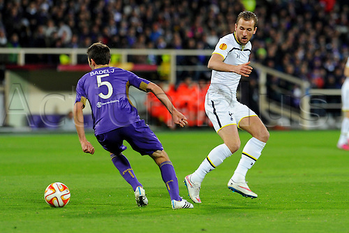 26.02.2015.  Florence, Italy. Europa League Football. Fiorentina versus Tottenham Hotspur. Milan Badelj is challenged by Harry Kane