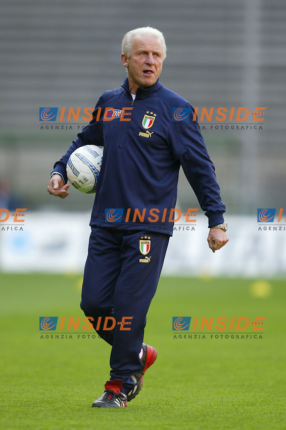 Genova 27/4/2004 <br /> Amichevole Italia Spagna 1-1 - Friendly match Italy - Spain 1-1. <br /> Giovanni Trapattoni, Italy's trainer, during Italy's training<br /> Photo Andrea Staccioli / Insidefoto
