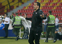 BUCARAMANGA - COLOMBIA, 06-10-2019: Aldo Bobadilla técnico de Medellín gesticula durante el partido entre Atletico Bucaramanga y Atlético Medellín como parte de la Liga Águila II 2019 jugado en el estadio Alfonso Lopez de la ciudad de Bucaramanga. / Aldo Bobadilla de Mello coach of Medellín gestures during Match for the date 15 between Atletico Bucaramanga and Deportivo Independiente Medellin as a part Aguila League II 2019 played at Alfonso Lopez stadium in Bucaramanga city. Photo: VizzorImage / Oscar Martinez / Cont