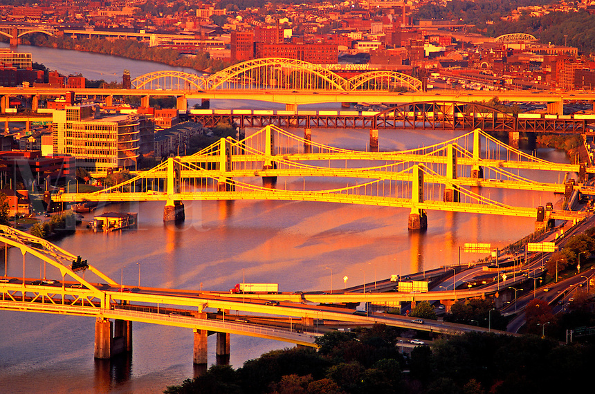 USA, Pennsylvania, Pittsburgh. Bridges spanning the Allegheny River