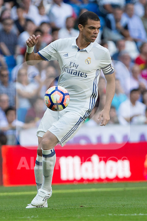 Real Madrid's Kleper Lima Ferreira Pepe during the match of La Liga between Real Madrid and SD Eibar at Santiago Bernabeu Stadium in Madrid. October 02, 2016. (ALTERPHOTOS/Rodrigo Jimenez)