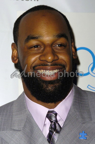"""14 March 2007 - New York, New York - Donovan McNabb. """"Kickoff For A Cure II"""" Benefit Gala to benefit Autism Speaks and The Gillen Brewer School for children with disabilities at the Waldorf-Astoria Hotel. Photo Credit: Bill Lyons/AdMedia *** Local Caption ***"""