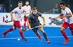 BHUBANESWAR (INDIA) -  Thijs van Dam (Ned) passeert Balraj Panesar (Can)   tijdens Nederland-Canada (5-0) bij het WK Hockey heren.  COPYRIGHT KOEN SUYK