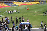 BOGOTA -COLOMBIA, 25-06-2013. Oscar Sandino hincha del equipo Los Millonarios asesinado en inmediaciones del estadio Pascual Guerrero de Cali , fué homenajeado por sus compañeros en el  estadio El Campín de la capital. Oscar Sandino fan of the team killed in nearby Los Millonarios Pascual Guerrero stadium in Cali, was honored by his peers at the El Campin stadium in the capital.<br /> Photo: VizzorImage/ Felipe Caicedo/ STAFF