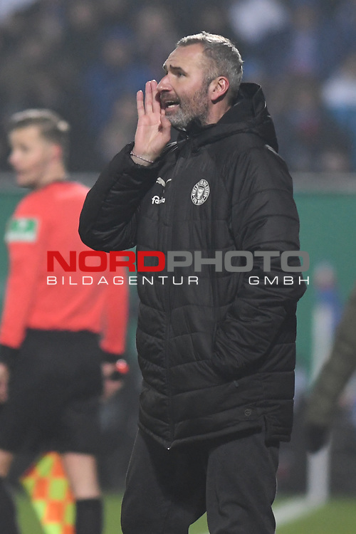 06.02.2019,  GER; DFB Pokal, Holstein Kiel vs FC Augsburg ,DFL REGULATIONS PROHIBIT ANY USE OF PHOTOGRAPHS AS IMAGE SEQUENCES AND/OR QUASI-VIDEO, im Bild Trainer Manuel Baum (Augsburg)  Foto © nordphoto / Witke *** Local Caption ***