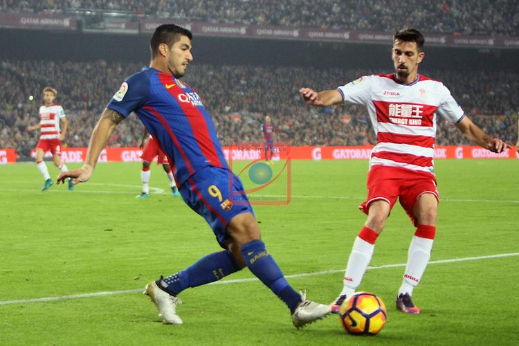 League Santander 2016/2017. Game: 10.<br /> FC Barcelona vs Granada CF: 1-0.<br /> Luis Suarez vs Isaac Cuenca.