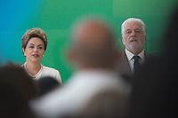 BRASILIA, DF, 19.11.2015 - DILMA-NEGROS-  A presidente Dilma Roussef e o ministro da Casa Civil, Jaques Wagner,  durante a cerimônia comemorativa do Dia Nacional da Consciência Negra, no Palácio do Planalto, nesta quinta-feira, 19. (Foto:Ed Ferreira / Brazil Photo Press/Folhapress)