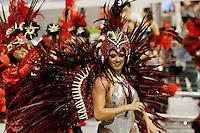 SAO PAULO, SP, 24 DE FEVEREIRO 2012 - CARNAVAL SP DESFILE CAMPEAS - MANCHA VERDE - Juju Integrante da escola de samba Mncha Verde durante desfile das campeãs  do Carnaval 2012 de São Paulo, no Sambódromo do Anhembi, na zona norte da cidade, (FOTO: ALE VIANNA - BRAZIL PHOTO PRESS)