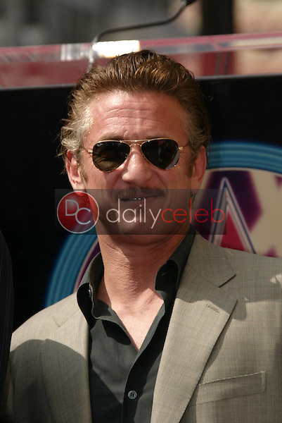 Sean Penn<br />at the Ceremony Honoring Mike Medavoy with a star on the Hollywood Walk of Fame. Hollywood Boulevard, Hollywood, CA. 09-19-05<br />Dave Edwards/DailyCeleb.Com 818-249-4998