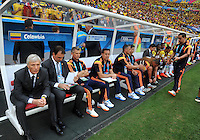 BRASILIA - BRASIL -19-06-2014. Jose Pekerman (Izq) técnico  de Colombia (COL) espera previo al partido del Grupo C contra Costa de Marfil (CIV) por la Copa Mundial de la FIFA Brasil 2014 jugado en el estadio Mané Garricha de Brasilia./ Jose Pekerman (L) coach of Colombia (COL) waits prior the Group C match against Ivory Coast (CIV) for the 2014 FIFA World Cup Brazil played at Mane Garricha stadium in Brasilia. Photo: VizzorImage / Alfredo Gutiérrez / Contribuidor