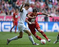FUSSBALL   1. BUNDESLIGA  SAISON 2012/2013   3. Spieltag FC Bayern Muenchen - FSV Mainz 05     15.09.2012 Niko Bungert (li, 1. FSV Mainz 05) gegen Mario Mandzukic (FC Bayern Muenchen)