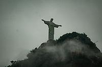 RIO DE JANEIRO, RJ, 08.10.2019 - CRISTO-RJ - O monumento Cristo Redentor aparece entre as nuvens na tarde desta terça-feira nublada e fria de prima-vera no bairro do Humaitá, zona sul do Rio de Janeiro ( Foto: Vanessa Ataliba/ Brazil Photo Press)