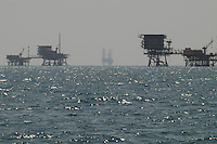 - platforms for the extraction of oil and natural gas in Adriatic sea of forehead to Ravenna....- impianti per l'estrazione del gas naturale in mar Adriatico al largo di Ravenna..