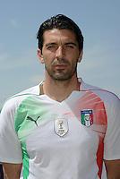 Gianluigi BUFFON<br /> Foto Ufficiale Nazionale Italia - Coppa del Mondo Sudafrica 2010<br /> Sestriere 26/5/2010 <br /> Foto FIGC/Andrea Staccioli Insidefoto