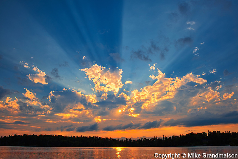 Crepuscular rays (God rays) on Star Lake<br />
